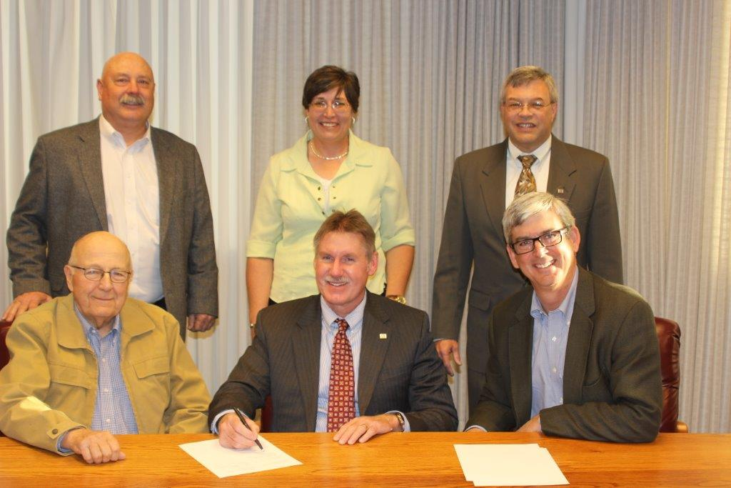 Pictured (seated, from left) are: Josey, Vice President and Chairman of the Board; Dr. Quint Thurman, Sul Ross interim President; Robert J. Potts, President and CEO, Dixon Water Foundation. (Standing), David Rogers, president of the Sul Ross Foundation; Dr. Bonnie Warnock, professor of Natural Resource Management; Dr. Rob Kinucan, Dean, College of Agricultural and Natural Resource Sciences. (Photo by Steve Lang)